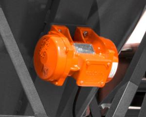 Rail car vibrator